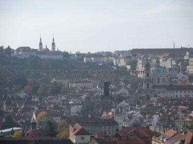 Monasterio Strahov (arriba izda) desde Torre Ayuntamiento