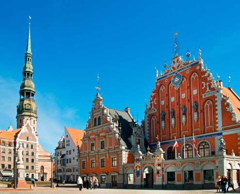 Plaza del ayuntamiento de Riga en Letonia