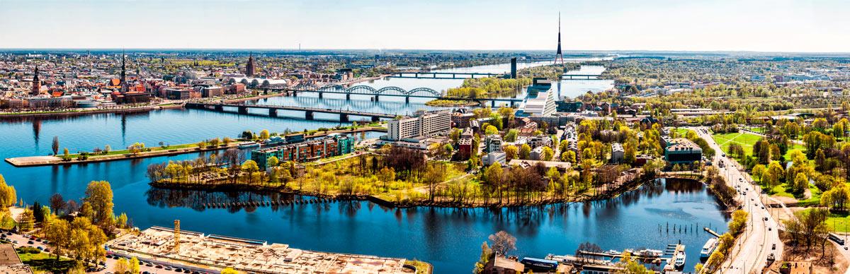 vista panoramica de Riga, parque y ciudad
