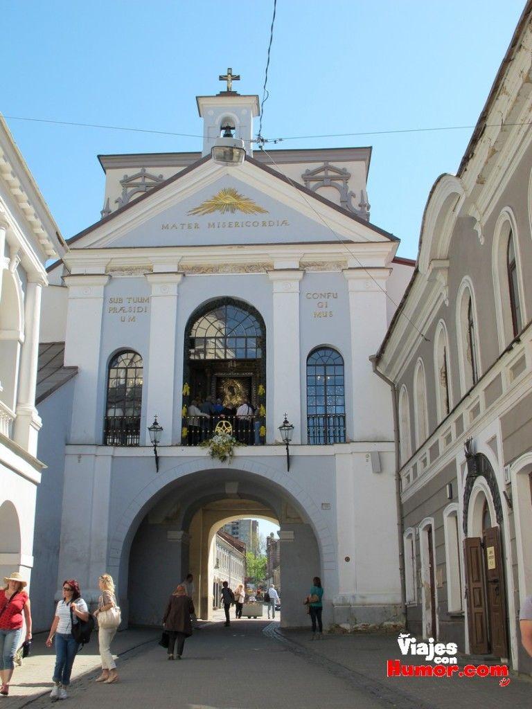puerta de la aurora vilnius lituania