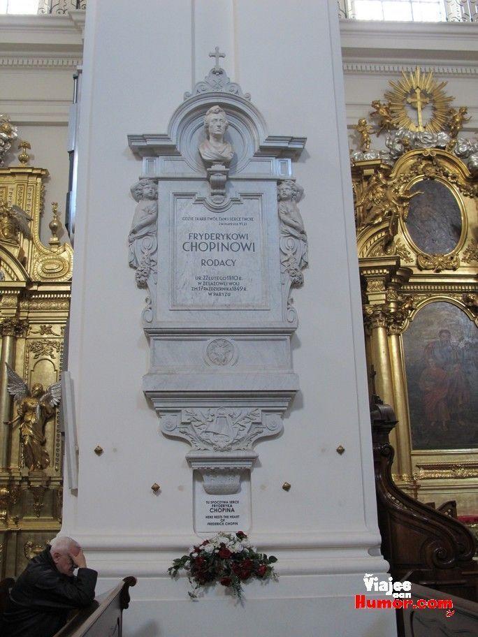 columna con el corazon de chopin varsovia polonia