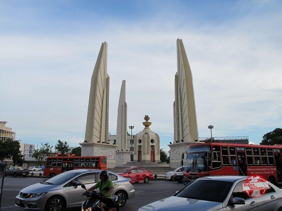 monumento a la democracia bangkok