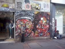 Me encanta este grafiti integrado en el paisaje de la séptima. ¡El caos hecho calle! (Foto: Jorge Curiel Yuste)