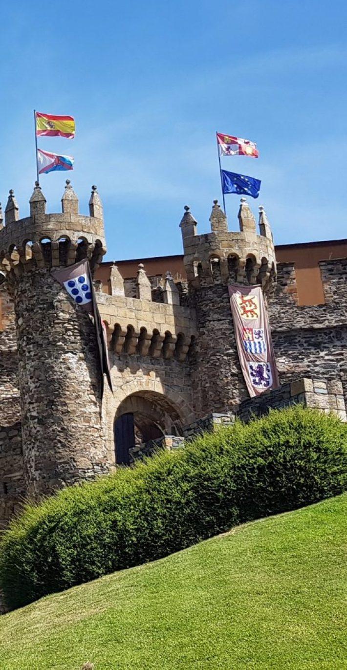Castillo Templario de Ponferrada. 5 de los castillos más impresionantes y bonitos de España
