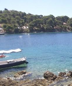 Maslinica, isla de Solta (Croacia). Mejores excursiones desde Trogir y Split.