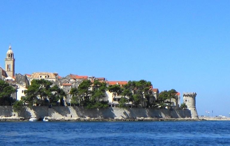 Vistas desde el mar a Kórcûla (Croacia)