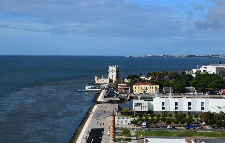 Vistas de la Torre de Belém, desde el Padrão dos Descubrimentos. Lisboa (Portugal)