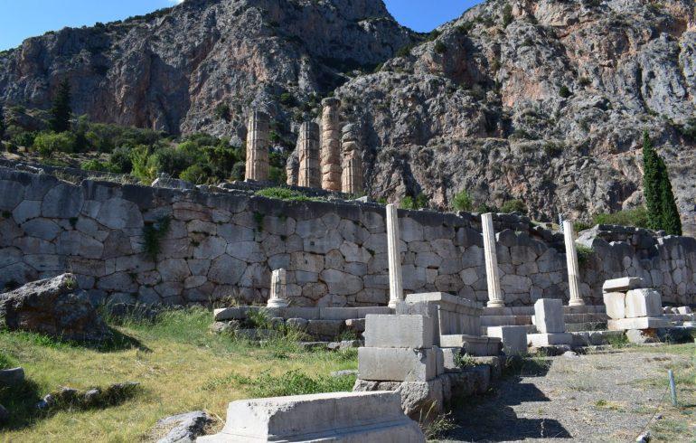 Stola Ateniense. Delfos (Grecia)