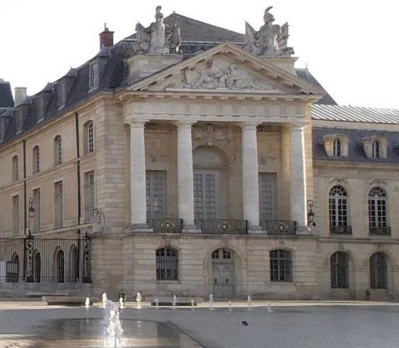 Le Palais des Ducs de Bourgogne en Place de la Liberation. Dijon (Francia)