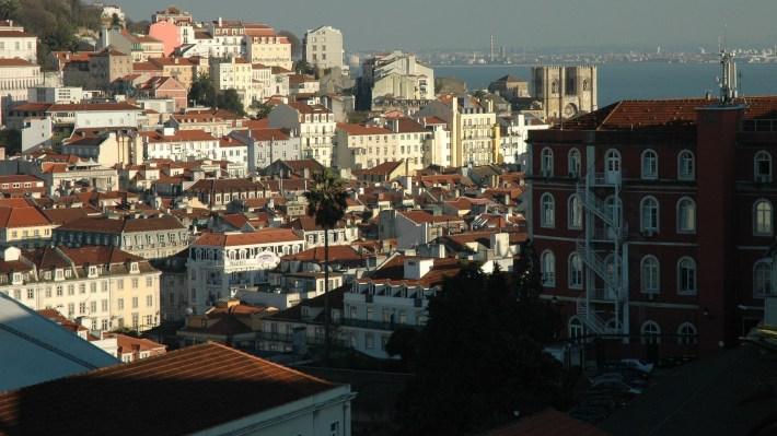 Vistas desde el mirador São Pedro de Alcántara. Lisboa (Portugal)