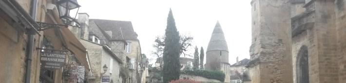 La linterna de los muertos al fondo. Sarlat (Francia)