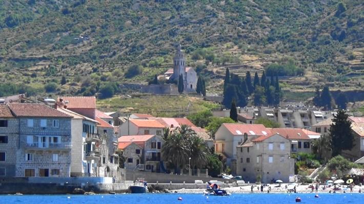 La iglesia al fondo. Komiza (Croacia)