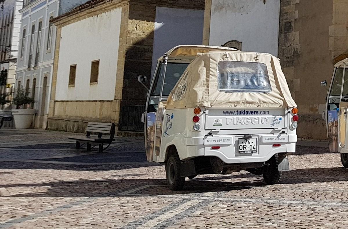 VIDEO: SUBIDA EN TUK TUK AL CASTILLO TEMPLARIO DE TOMAR (PORTUGAL)