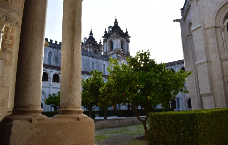 Claustro de Don Dinis o Claustro del Silencio. Alcobaça (Portugal)