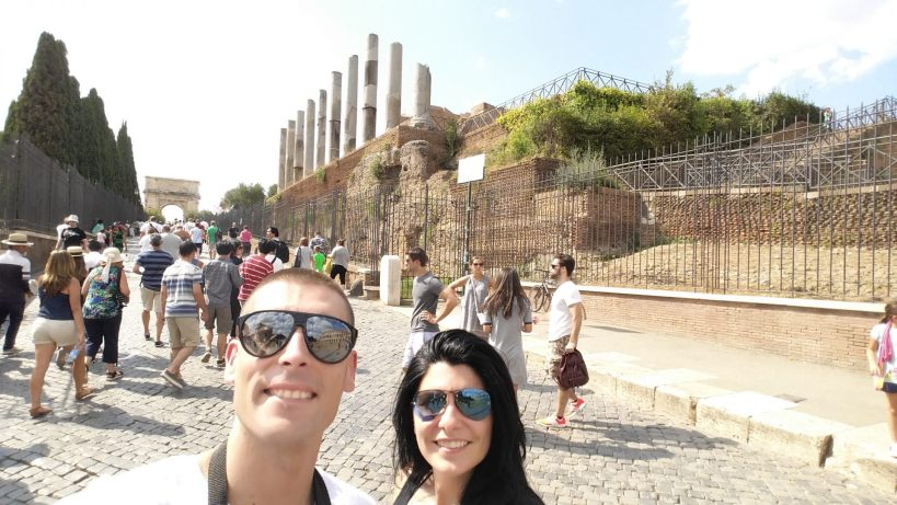 Via Sacra con el Arco de Tito al fondo. El Foro, Roma (Italia)