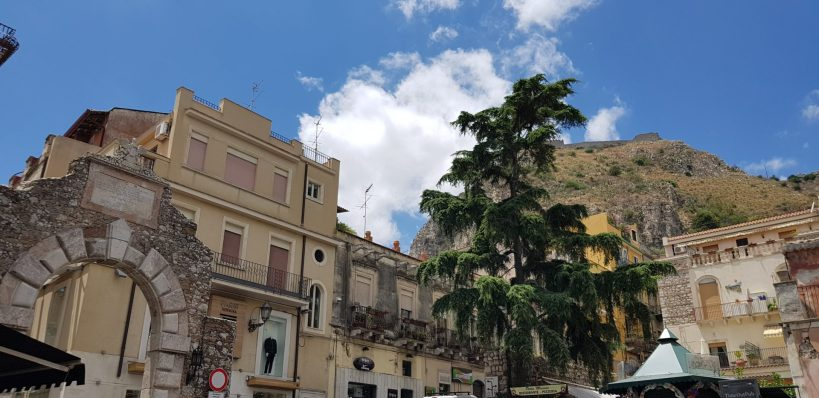 Porta Messina, Taormina, Sicilia (Italia)