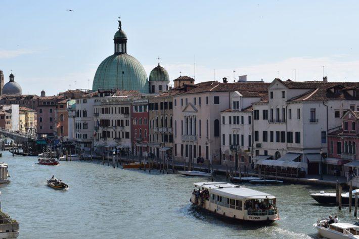 Vaporetto por el Gran Canal, Venecia (Italia)