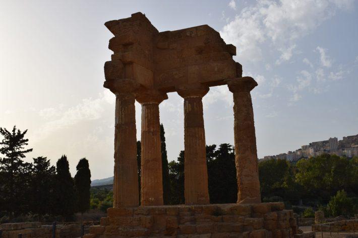Tempio dei Dioscuri, Valle de los Templos, en Agrigento, Sicilia (Italia)