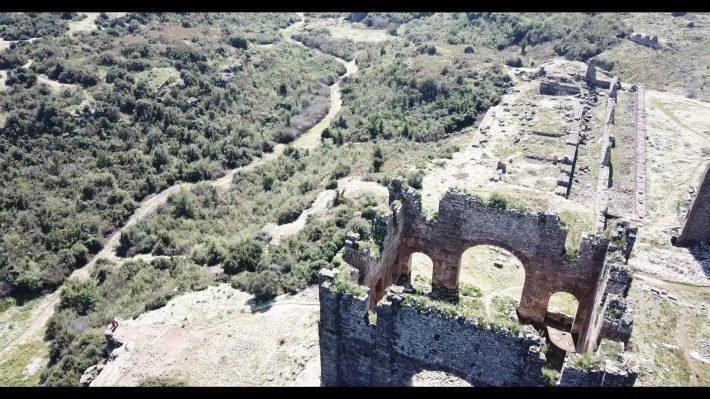Vistas del Ágora y la Basílica de  la Acrópolis de Aspendos (Turquía)