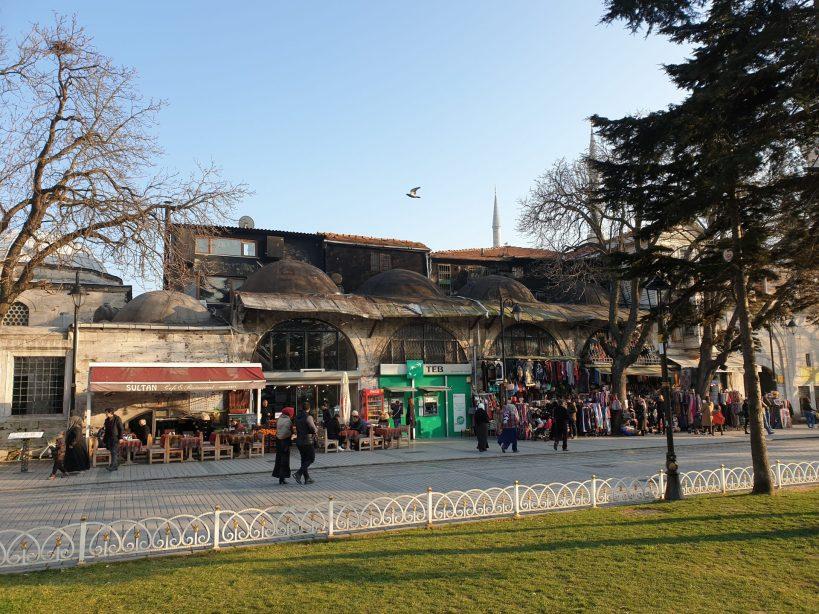 Paseando por la zona del Hipódromo, en Sultanahmed, Estambul (Turquía)