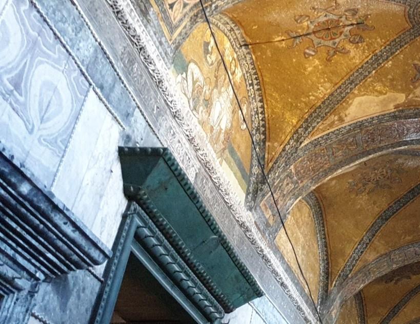 El mosaico con un Pantocrátor,en interior del nártex de la Basílica de Santa Sofía, Estambul (Turquía)