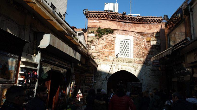 Una de las entradas al Gran Bazar, Estambul (Turquía)