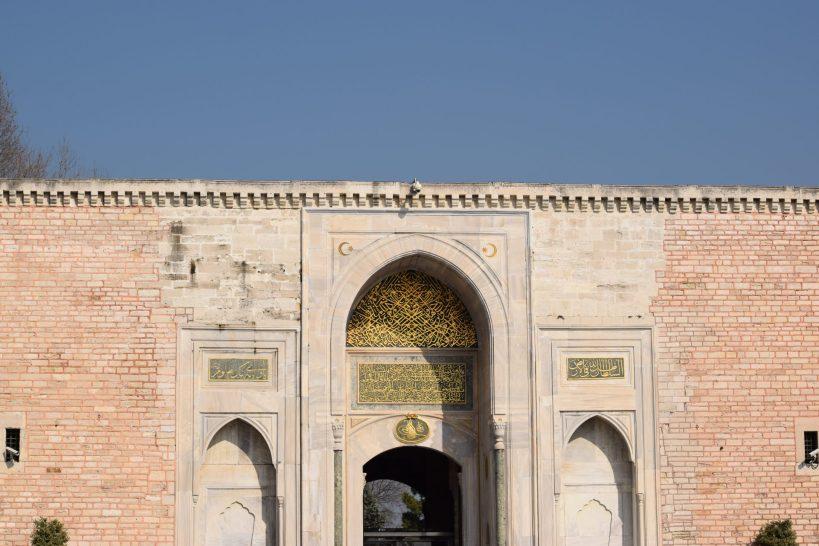 Puerta de entrada al Palacio Topkapi , Estambul (Turquía)