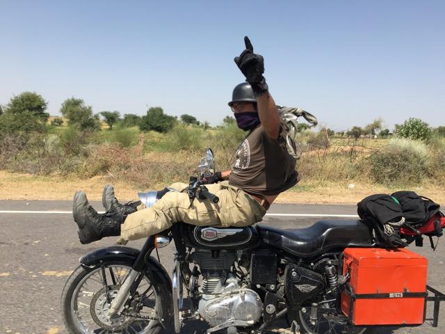 Conduciendo en Rajastán