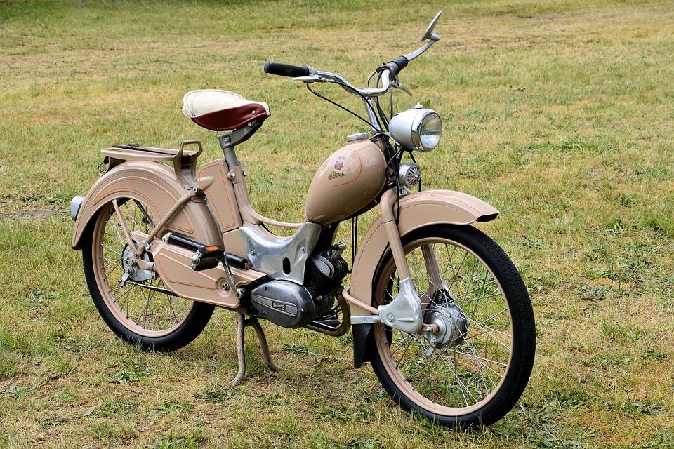 Ciclomotor antiguo