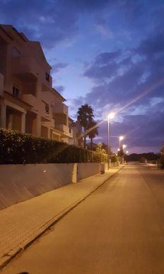 Läsnäolo Ihmiskunta yhteistyötä tarvitaan, ilta kaupungissa, autioit kadut, Albufeira, ghosted streets of evening Albufeira