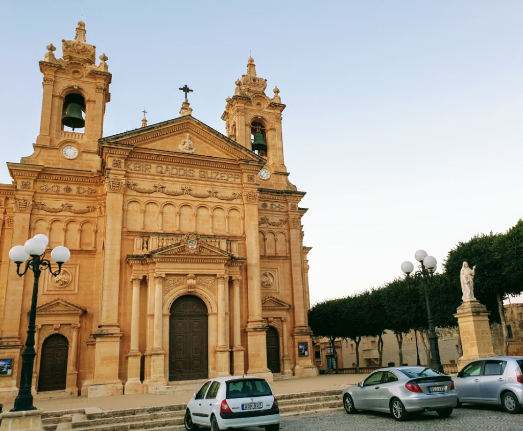 Koti Gozolla, Qalan kirkko