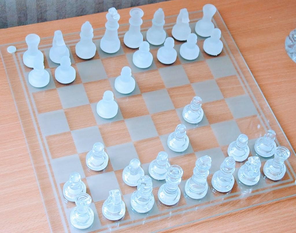1000 tuntia sisällä, shakkipeli