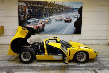 ClassicMotorSales-ViaRETRO-FordGT40DSC04122