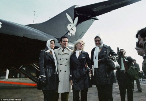 2EDB162A00000578-3336270-Bunny_life_Hefner_poses_with_some_of_the_women_who_worked_on_boa-a-22_1448639710744