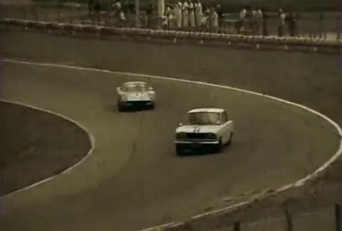 1964-2nd-Japan-Grand-Prix-Prince-Skyline-vs-Porsche-904GTS