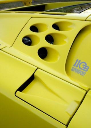 1992-bugatti-EB-110-SS-vents-2