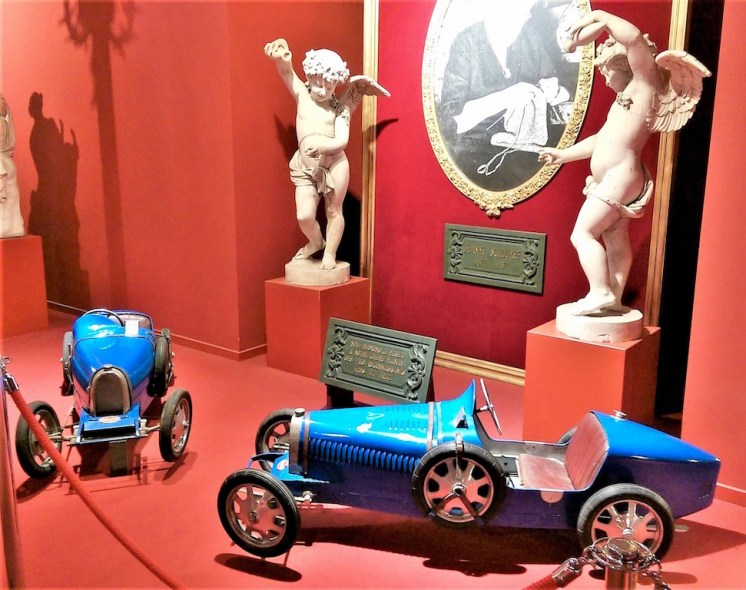 Mini-Bugatti electric cars for the Bugatti Jr.