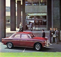 Brochure-1967-Rover-Image-Red-Saloon-At-Lyndon-House1-600x474