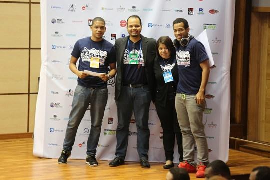 El equipo de Inglés Pa' trabajar, ganadore del primer lugar