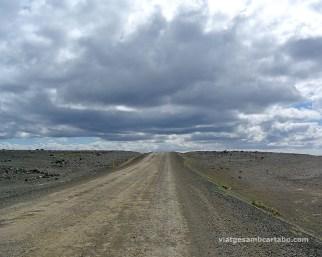 Carretera de grava entre Egilstadir i Myvatn
