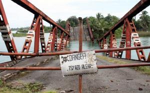 2017-07-19 (pont ensorrat a Manakara)