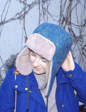 Шапка-ушанка из твида голубая