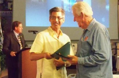Robert Chin presents AVC Pioneer Jon Engell with his certificate