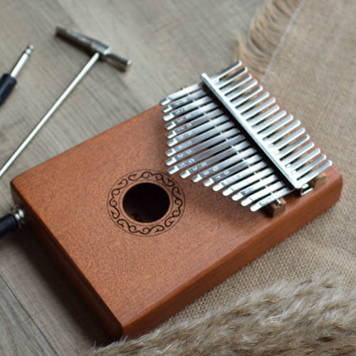Electrical Kalimba 17 Mahogany Classical 08