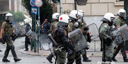 FTSE pulls back as Greece frustration flares