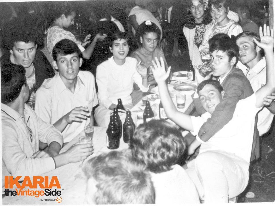 Τα δικά μας «παιδιά των λουλουδιών» τον δεκαπενταύγουστο του 1968 στο πανηγύρι στην Παναγιά.
