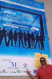 Con el cartel anunciador de la Diputación de Málaga del Congreso #ActitudSocial