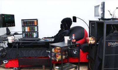 A cama gamer foi criada pela empresa japonesa conhecida como Bauhutte, especializada na fabricação de móveis personalizados focados no público gamer.