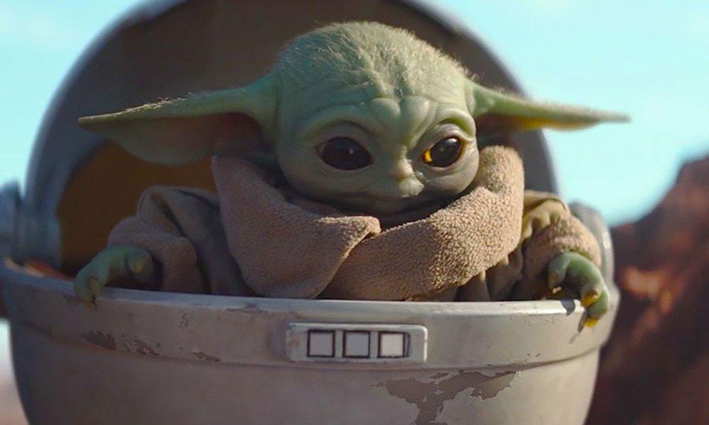 The Mandalorian finalmente deixou cair algumas revelações importantes sobre o bebê Yoda, sendo uma delas o nome verdadeiro do personagem.