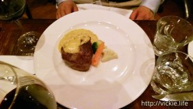 Bistro Papillon: Main: Beef Fillet with Bearnaise Sauce